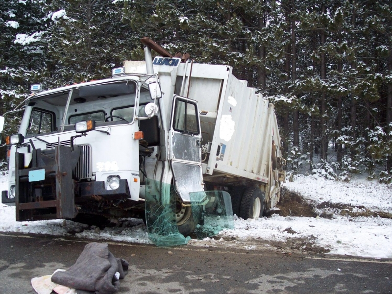GARBAGE TRUCK ROLL OVER CTY.G